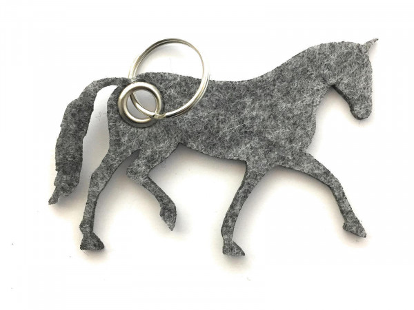Pferd / Dressur / Reiten /laufend - Filz-Schlüsselanhänger - Farbe: grau meliert - optional mit Grav